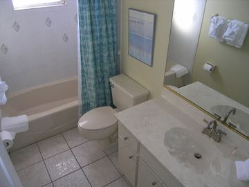 2nd full bath in 3 Bedroom unit with tub/shower combo