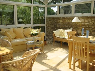 Painswick cottage rental - Conservatory with Sunlight all over