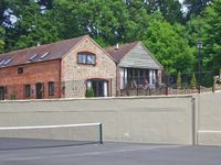 TURNIP HOUSE, pet friendly, with a garden in Cardington, Ref 1020