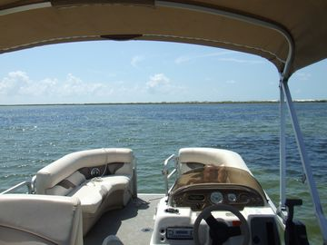 RENT A PONTOON AND BE YOUR OWN CAPTAIN!!! Rental is just minutes away from your