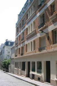 Montmartre-Abbesses - Close to metro Pigalle -  Wi-Fi, private parking space