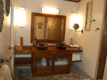 Double sinks of the Pineapple Suite.