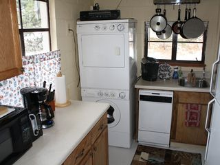 Estes Park cabin photo - Fully equipped kitchen w/Keurig coffee maker, spice rack, all utensils.