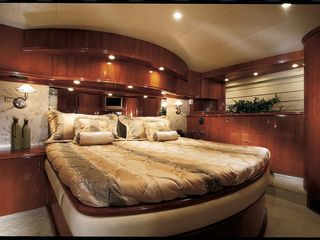 Aventura yacht photo - Little Castle - Master bedroom