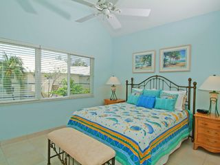 Grand Cayman condo photo - Retreat #33 - Guest Bedroom