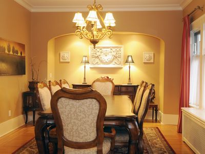 Dining room with ample seating space (8 people)