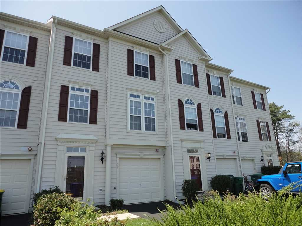 Beautiful 4 bedroom 3 5 bath townhouse in vrbo for Four bedroom townhouse