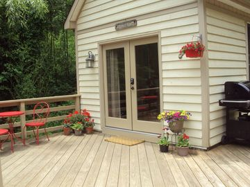 Asheville cottage rental - Cottage with spring flowers