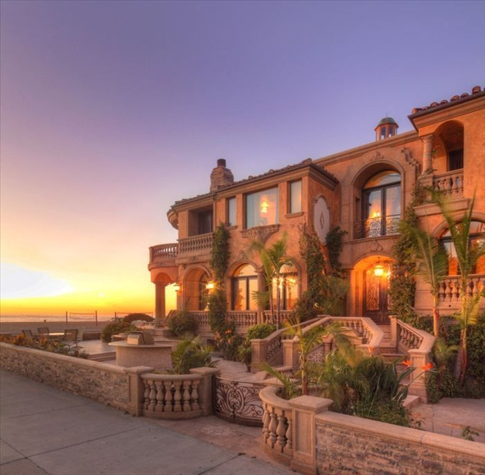 Big Houses In Los Angeles California: It's Always Summer In A Beach Front Mansion!
