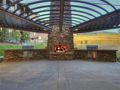 BBQ area for Wildhorse Meadows at the Trail Head lodge
