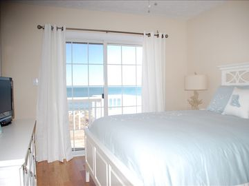 3rd Floor Oceanfront Bedroom