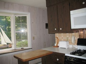 Fully equiped kitchen with gas stove and all utensils.