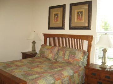 2nd bedroom with Queensize bed