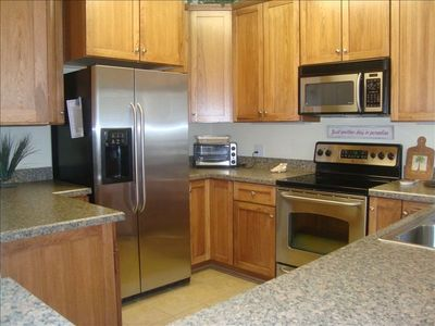 Fully stocked kitchen w/stainless steel appliances
