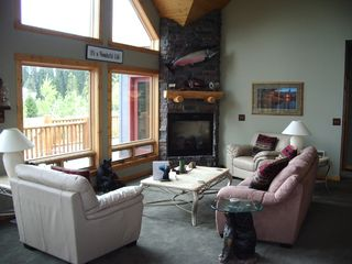 Lake of the Woods cabin photo - Relax in front of the fireplace.