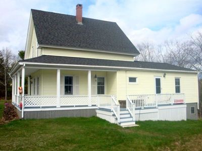 Charming Farmhouse Cottage with All-Wood Floors 5 Miles to Harbors