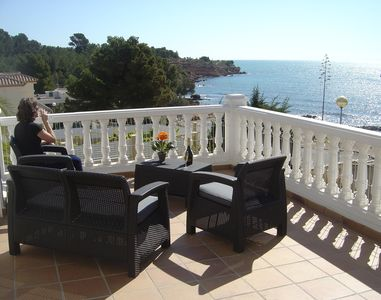 Near the sea (20 mts.) with private swimming pool and fenced, spectacular views.