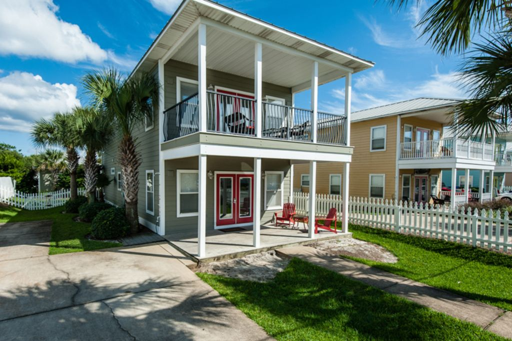 Welcome to Sirenia! Nicely remodeled home and carriage house mere steps to beach