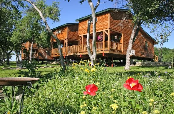 Family friendly cabins overlooking onion vrbo for Fishing cabins in texas
