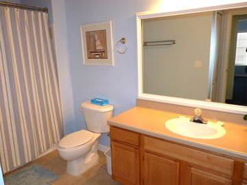 Full-sized Guest Bathroom with tub/shower