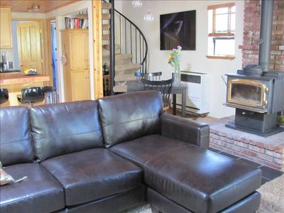 Pine Mountain Club cabin rental - Living room with spiral staircase to master bedroom with private bath