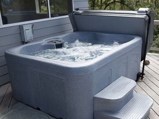 Hood River house photo - Brand new four person hot tub