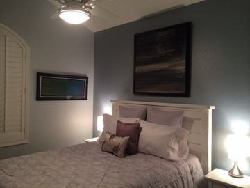 Paradise Valley townhome rental - Second Bedroom with Queen Bed