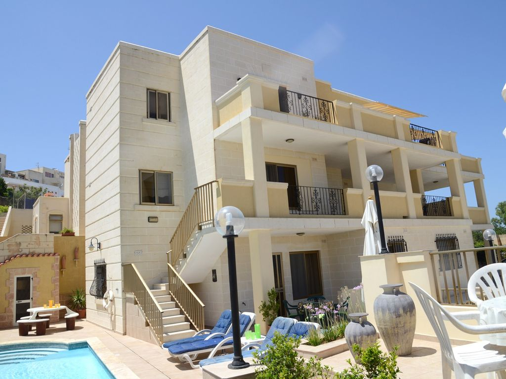Margherita villa apartments malta holiday superb villa for Villas apartments