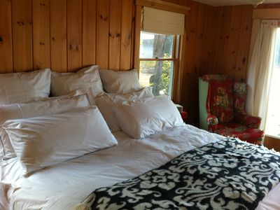 Premium kingsized bedding in all bedrooms, picture of master bedroom first floor