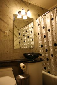 Modern marble bathroom (Suite 1G)