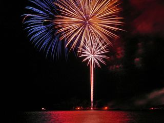 Hilo bungalow photo - Fireworks over Hilo Bay on 4th of July is a memorable experience