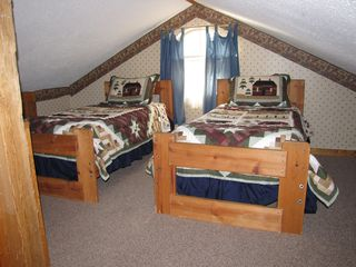 Chattanooga cabin photo - Loft twin beds