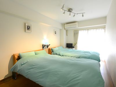 Convenient twin room, 5 min from Shinjuku Station.