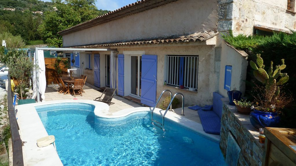 Cheap accommodation Mouans-sartoux, max 12 persons, recommended by travellers !
