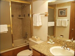 Steamboat Springs condo photo - Remodeled Bathroom