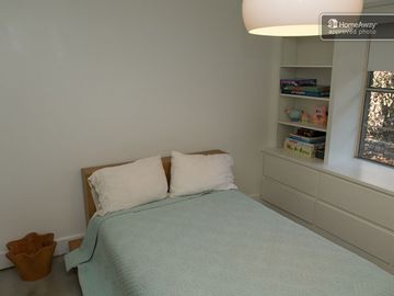 guest bedroom/full size
