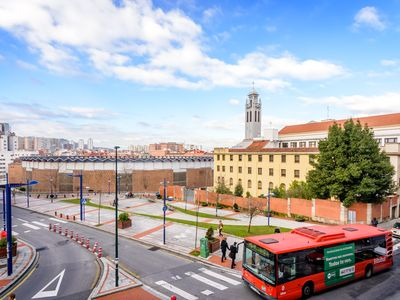 Bilbao Plaza de Toros, Downtown, PARKING. WIFI. Ideal Families