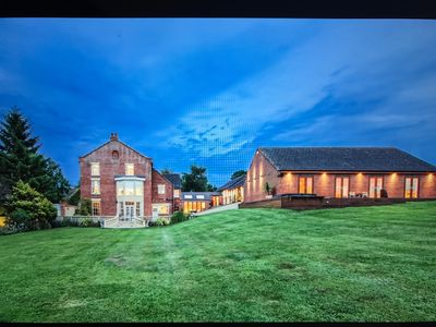 Stunning georgian manor in 6 acres with private indoor swimming pool complex