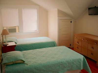 Boardwalk house rental - Upstairs Bedroom 2, Flat Screen