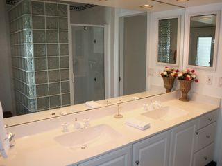 Fort Lauderdale house photo - Master bath has double sink & large two person shower.