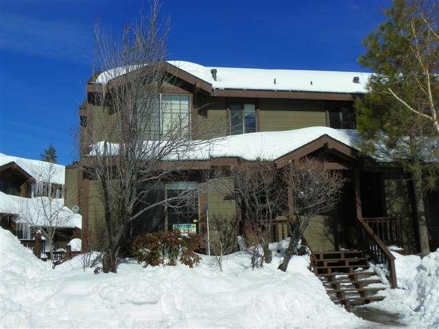 Brown Bear's Den Condo - Lakefront Complex with Seasonal Pool and Hot Tub!