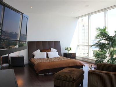 Master bedroom with 360 degree view of waterfront and city