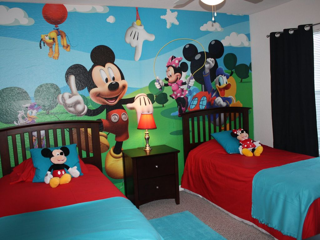 Disney dream home mickey theme bedroom vrbo Mickey mouse bedroom ideas