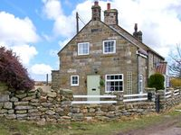 1 HILLTOP COTTAGE, family friendly in Lealholm, Ref 19569