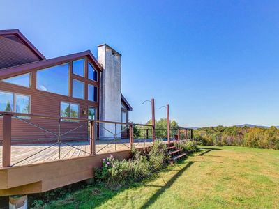 Secluded, deluxe home with mountain view - close to hiking, skiing, & fishing