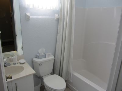 Main bathroom with Tub