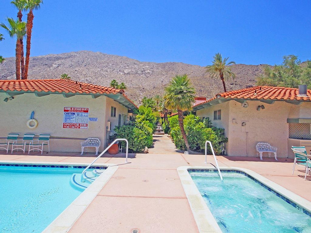 Amazing downtown vacation rental condo for vrbo for Amazing holiday rentals