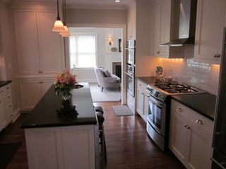 Newport house photo - Kitchen (Island with Wine Refrigerator)