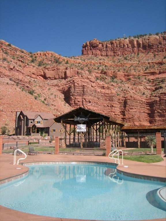 Spectacular redrock canyon resort home zion vrbo for Bryce canyon cabin rentals
