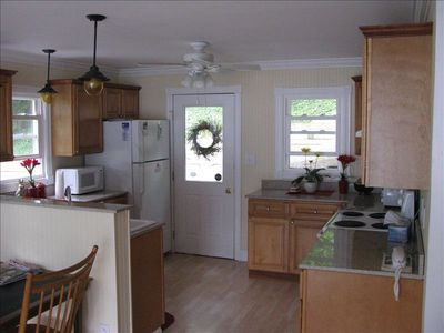 Cooks Kitchen, Complete with Granite countertops.